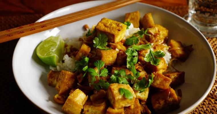 Knusprig gebackener Tofu mit Zitronengras-Sauce