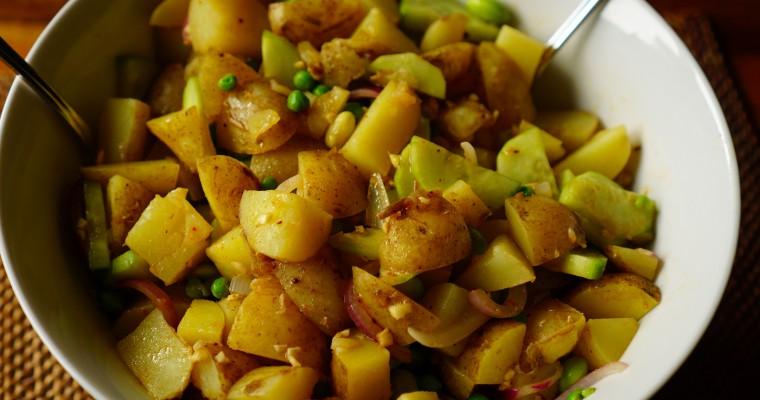 Warmer Kartoffelsalat mit Edamame und Erbsen