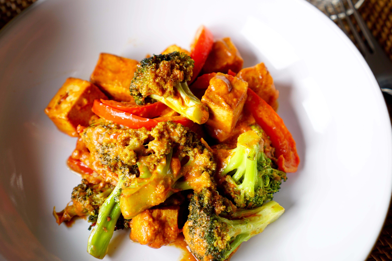 Ausgebackener Tofu mit Brokkoli