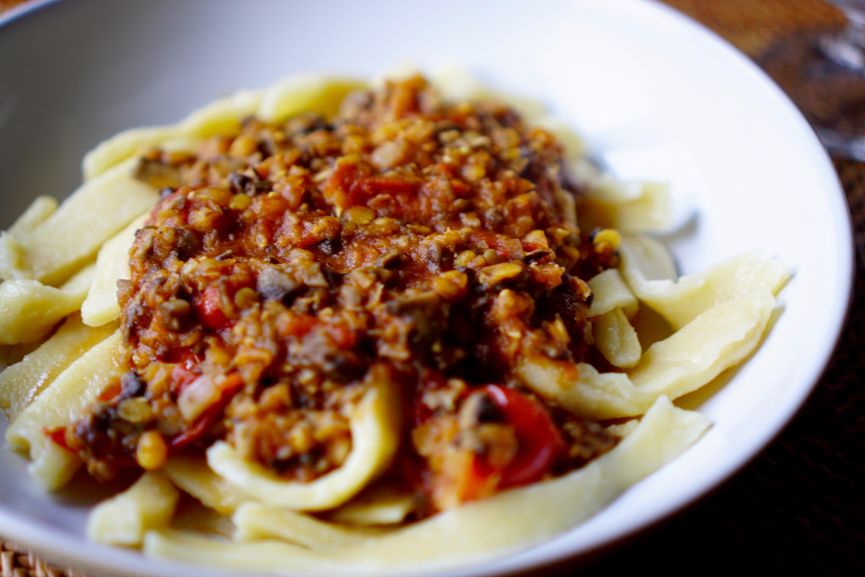 Frische Pasta mit Linsenbolognese