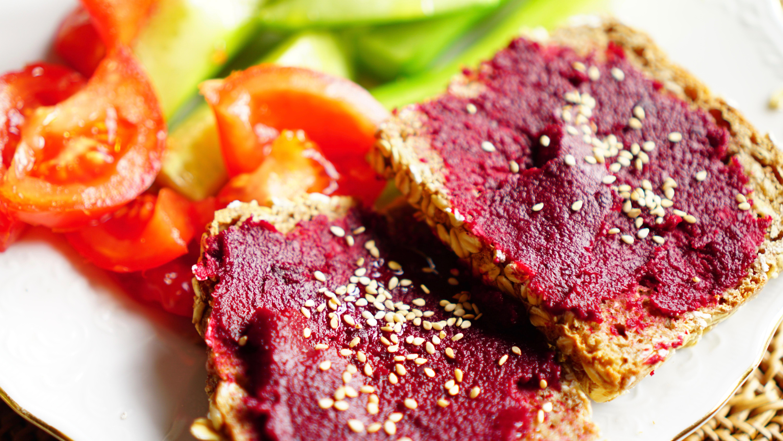 Scharfe Rote Beete-Creme mit Tahini